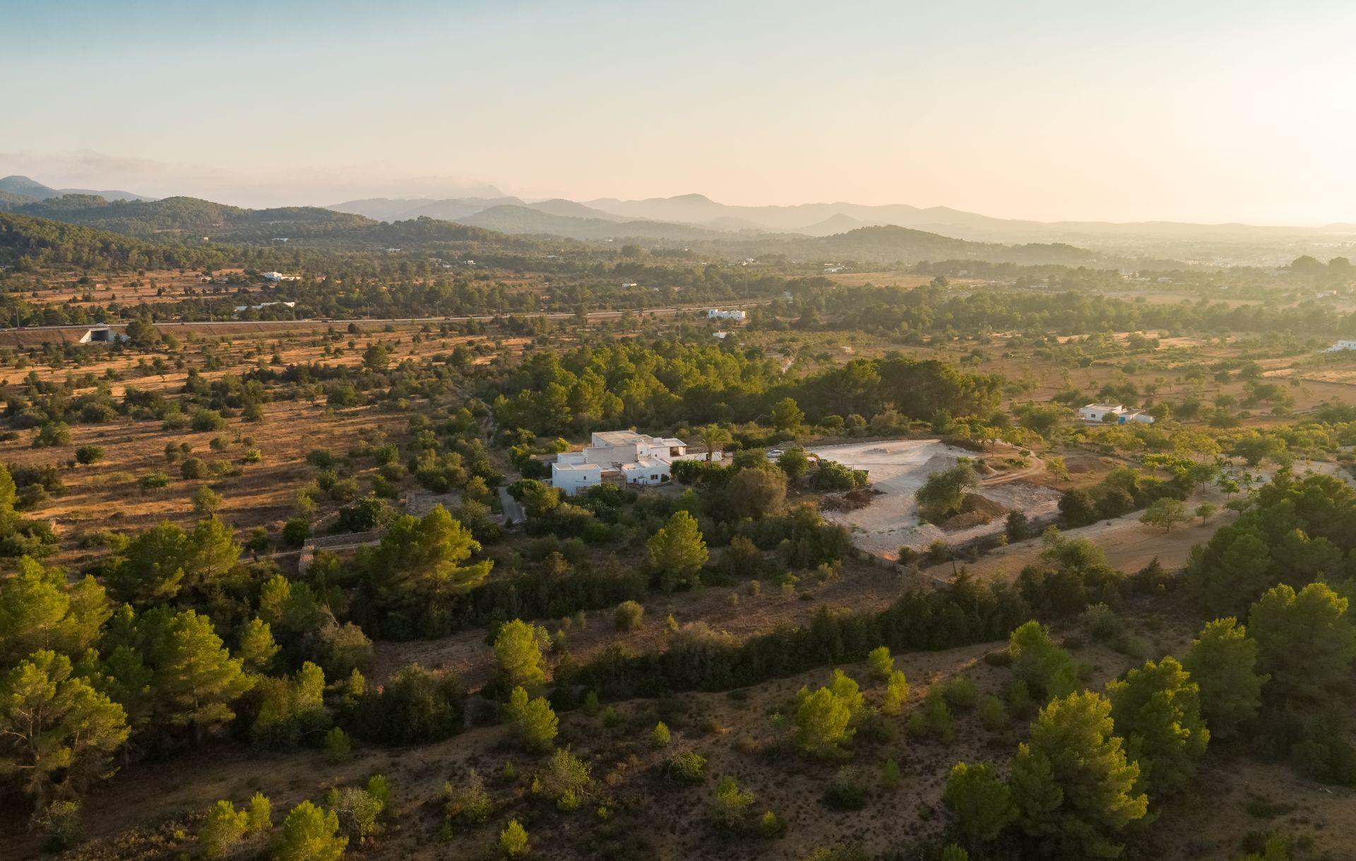 Casa de campo en Ibiza al atardecer